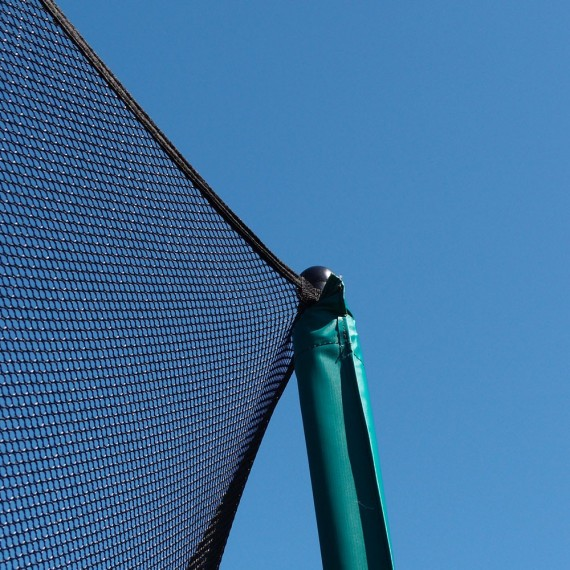 Attache du filet en haut des poteaux