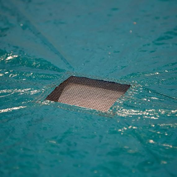 Grille centrale d'évacuation de l'eau de pluie
