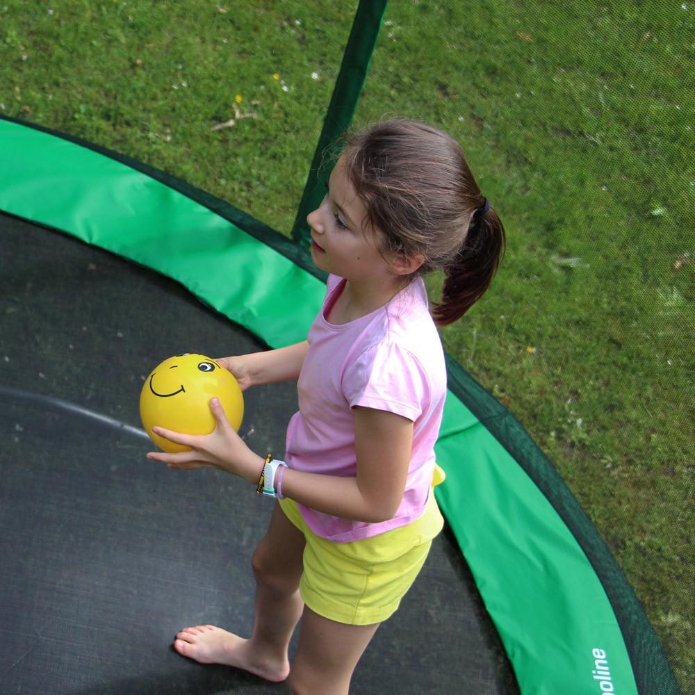 Ballon fun et color pour jouer sur votre trampoline - Trampoline d exterieur ...