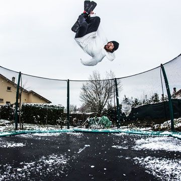 Waouuh trampoline Waouuh with enclosure and skis