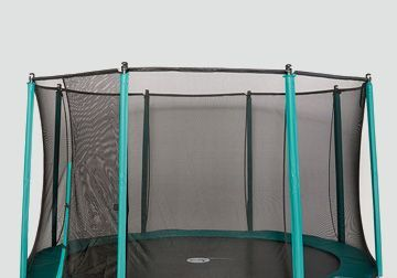 Recreational trampoline with textile net and posts