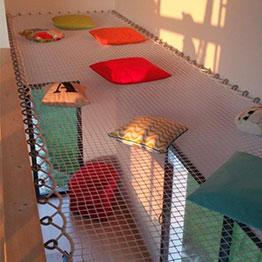 Espace détente réalisé avec un filet d'habitation rectangulaire sur mesure