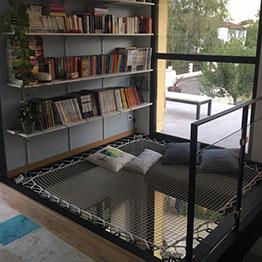 Filet d'habitation dans une bibilothèque