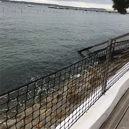 Outdoor railing made to knotted black netting