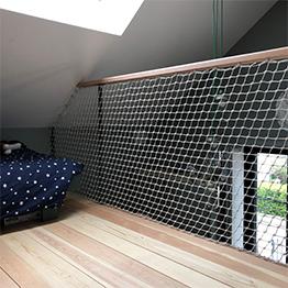 Discrete, elegant, net guardrail