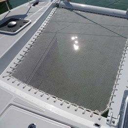 Made to measure net for multihull